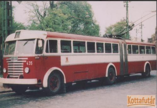 Budapesti közlekedési eszközök (főként trolibuszok) 33 darab fényképen
